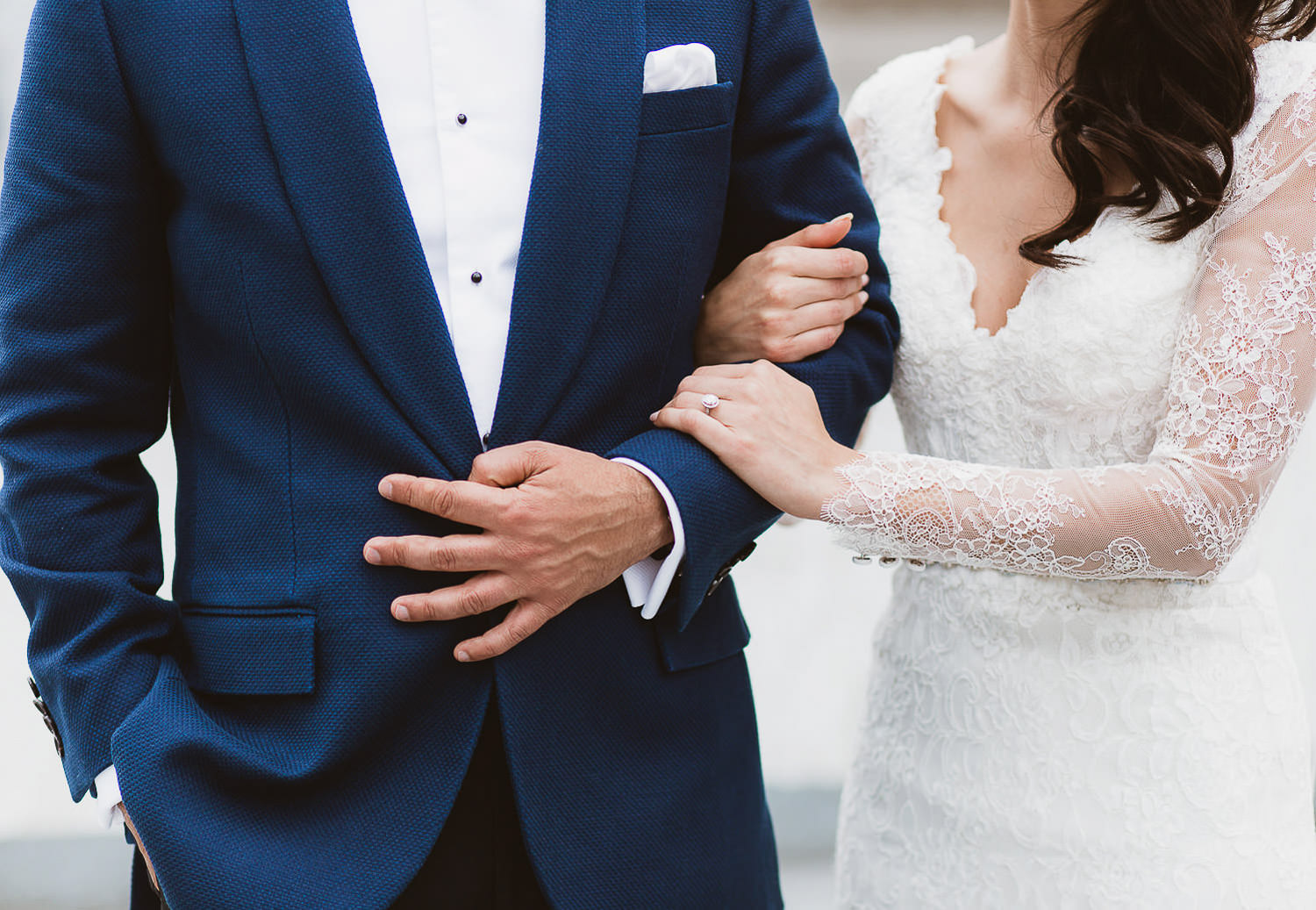 Stunning elegant couple details | Photo: Camilla Anchisi - Italian wedding photographer