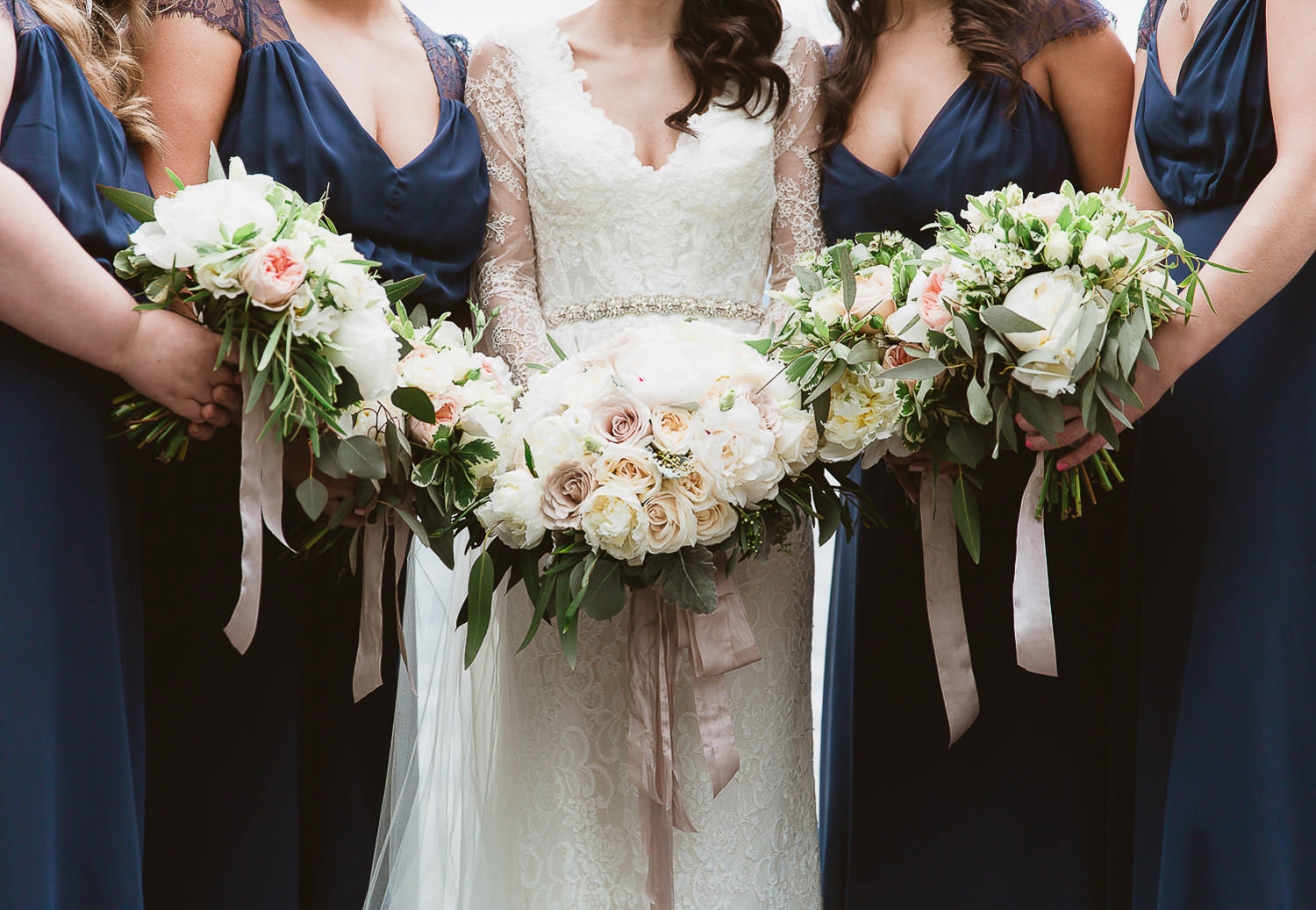 Stylish bridal party details | Photo: Camilla Anchisi