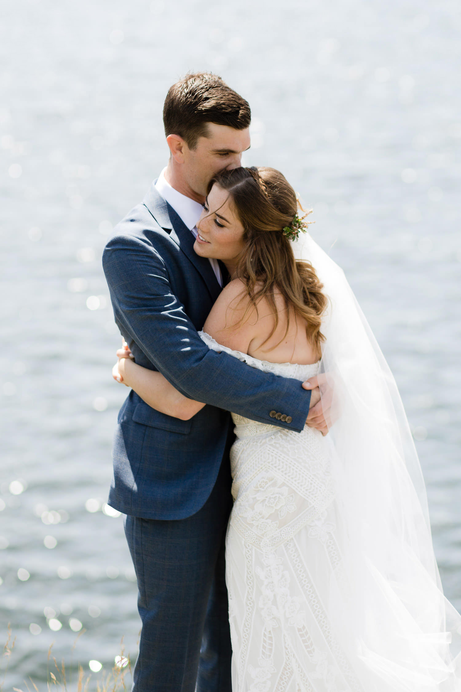 Don't let me go - Sweet couple first look, rustic boho wedding | Photo: Camilla Anchisi