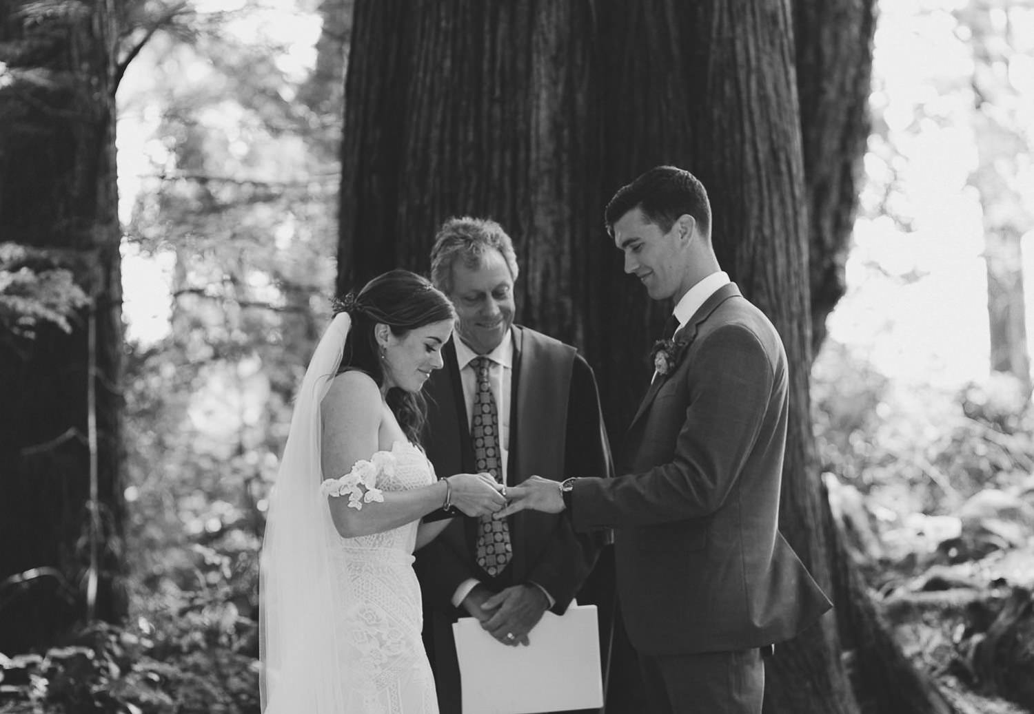 Forever yours - Intimate wedding ceremony into the woods | Photo: Camilla Anchisi