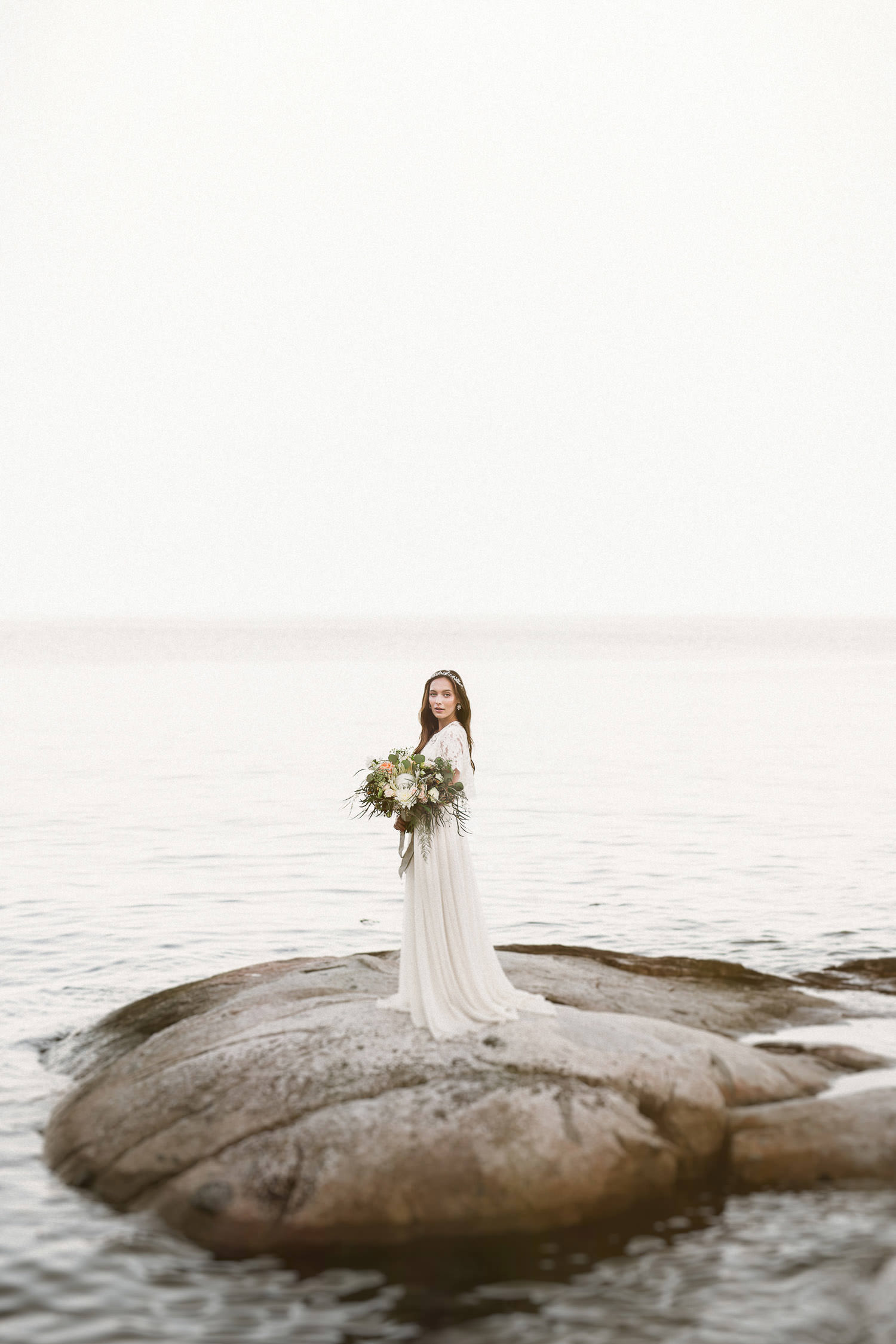 Ethereal boho bride - seaside wedding inspiration | Photo: Camilla Anchisi - Amalfi Coast wedding photographer