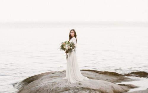 Coastal Boho Bridal Inspiration with crystal and gemstone - Vancouver, Canada | Photography: Camilla Anchisi Photography | Styling: Taffete Design Dress: Union Bridal - Alexandra Grecco | Jewelry & veil : The Borrowed Collection | HMUA: Denise Elliott Beauty & Co | Cake: Momo Chen Cakes | Wedding suite: Camilla Anchisi Design