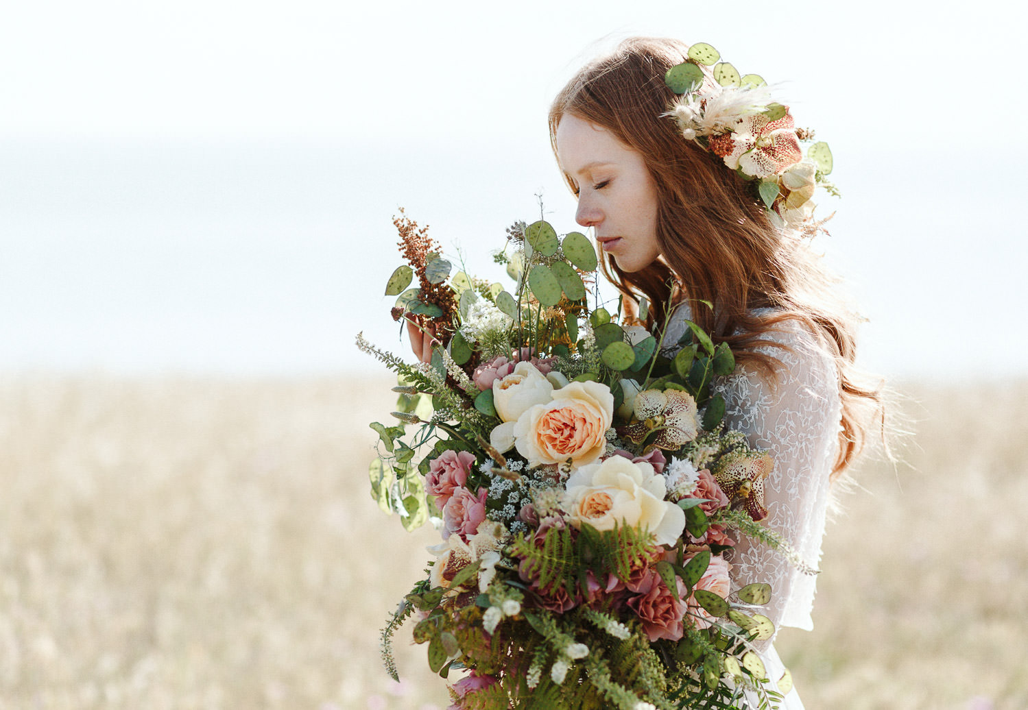 Gorgeous wedding bouquet with lush greenery and florals by Chiara Sperti - Photo: Camilla Anchisi