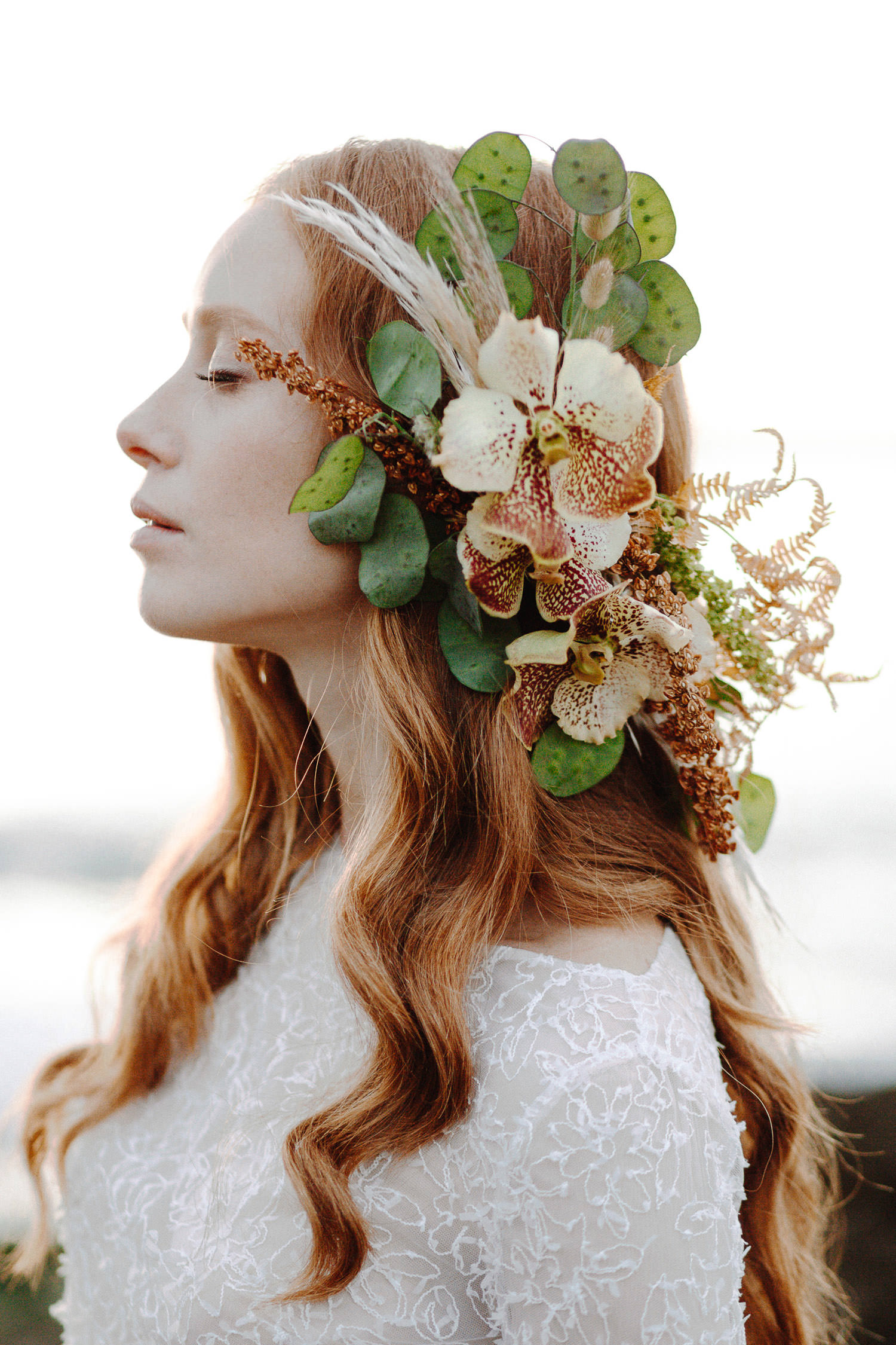 Ethereal bride waiting her groom with stunning floral headpiece by Chiara Sperti Floral Events - Photo: Camilla Anchisi