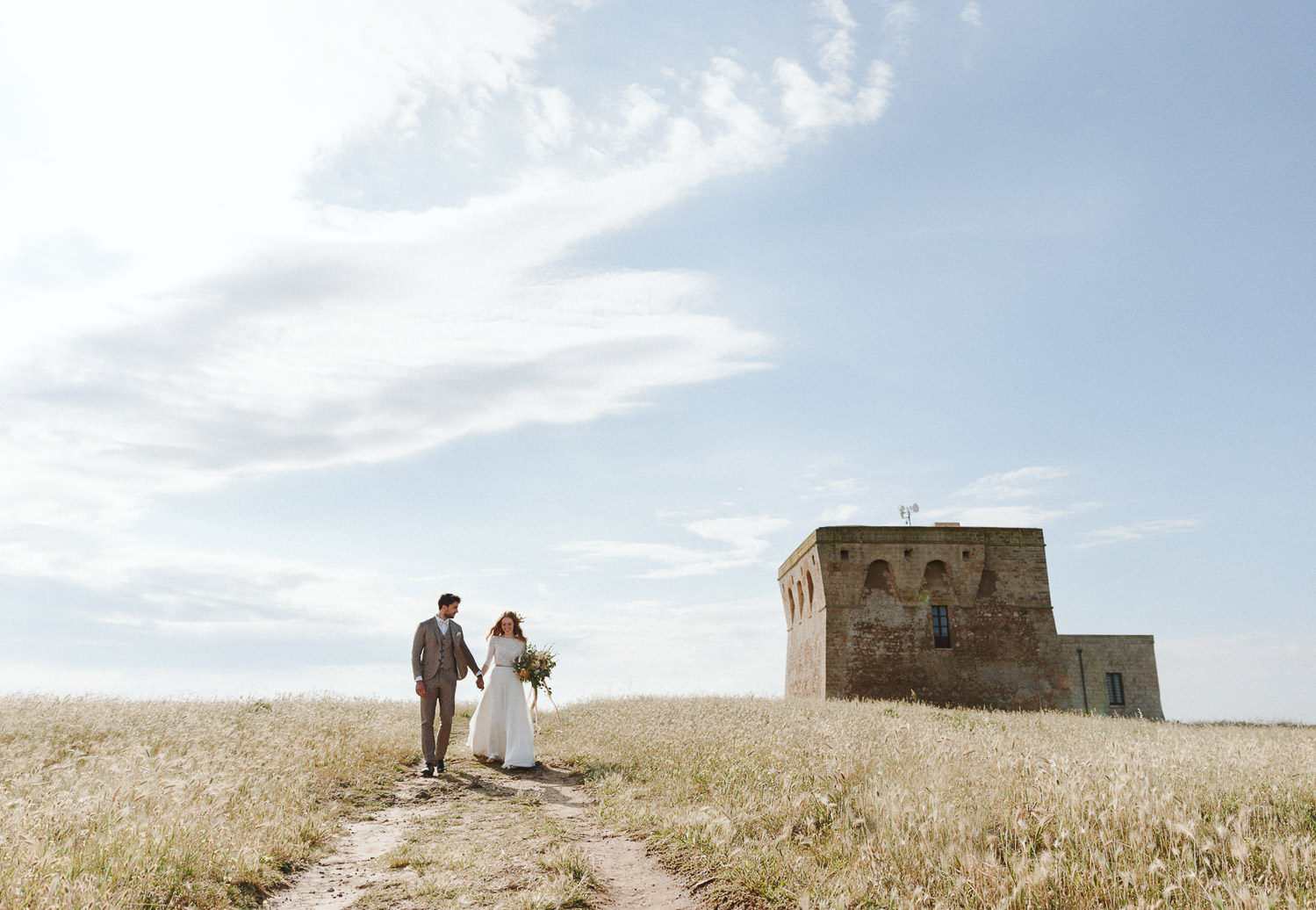 Wild elopement with gorgeous couple in Puglia - Photo: Camilla Anch