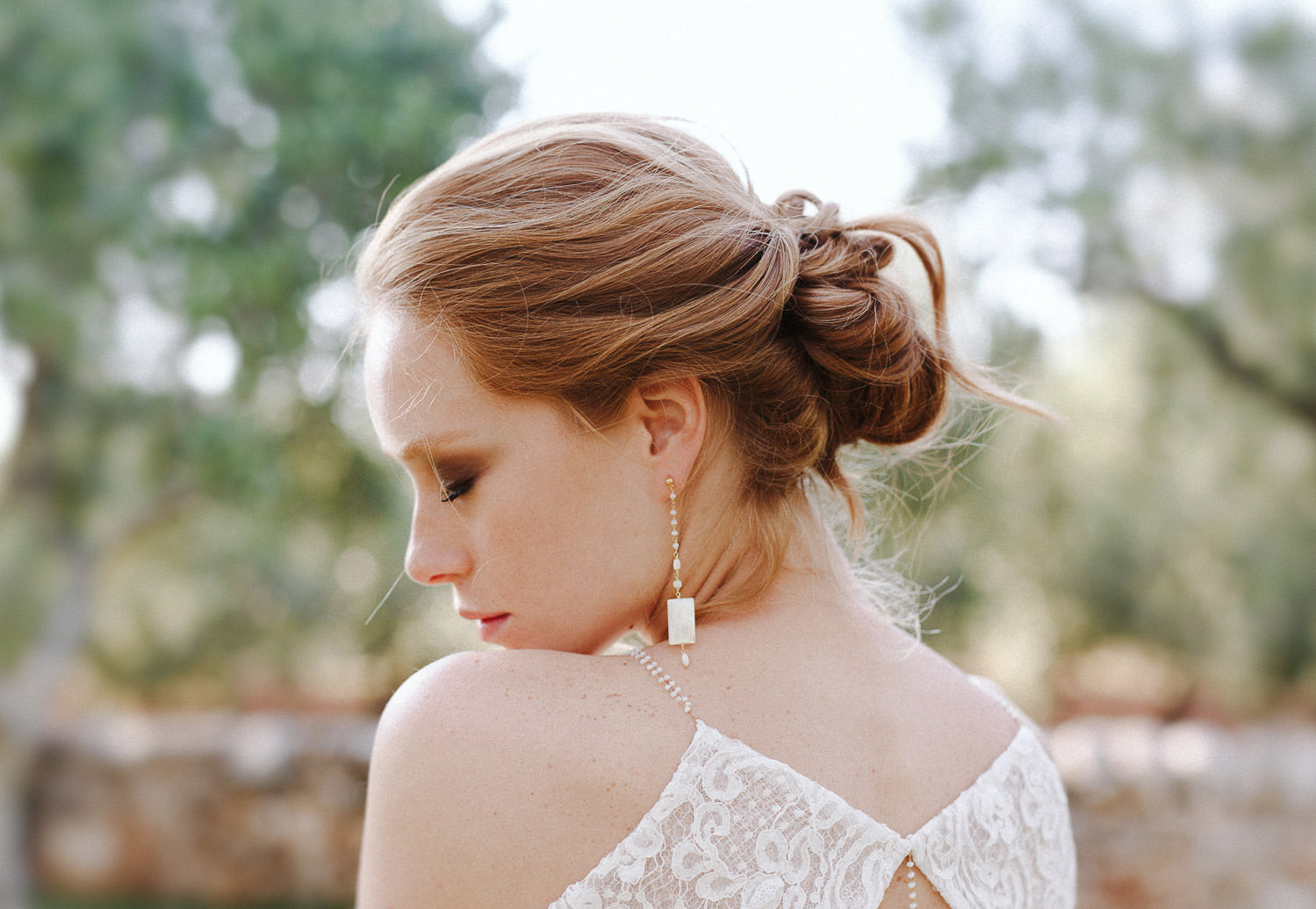 Ethereal bride with romantic updo hairstyle - Photo: Camilla Anchisi