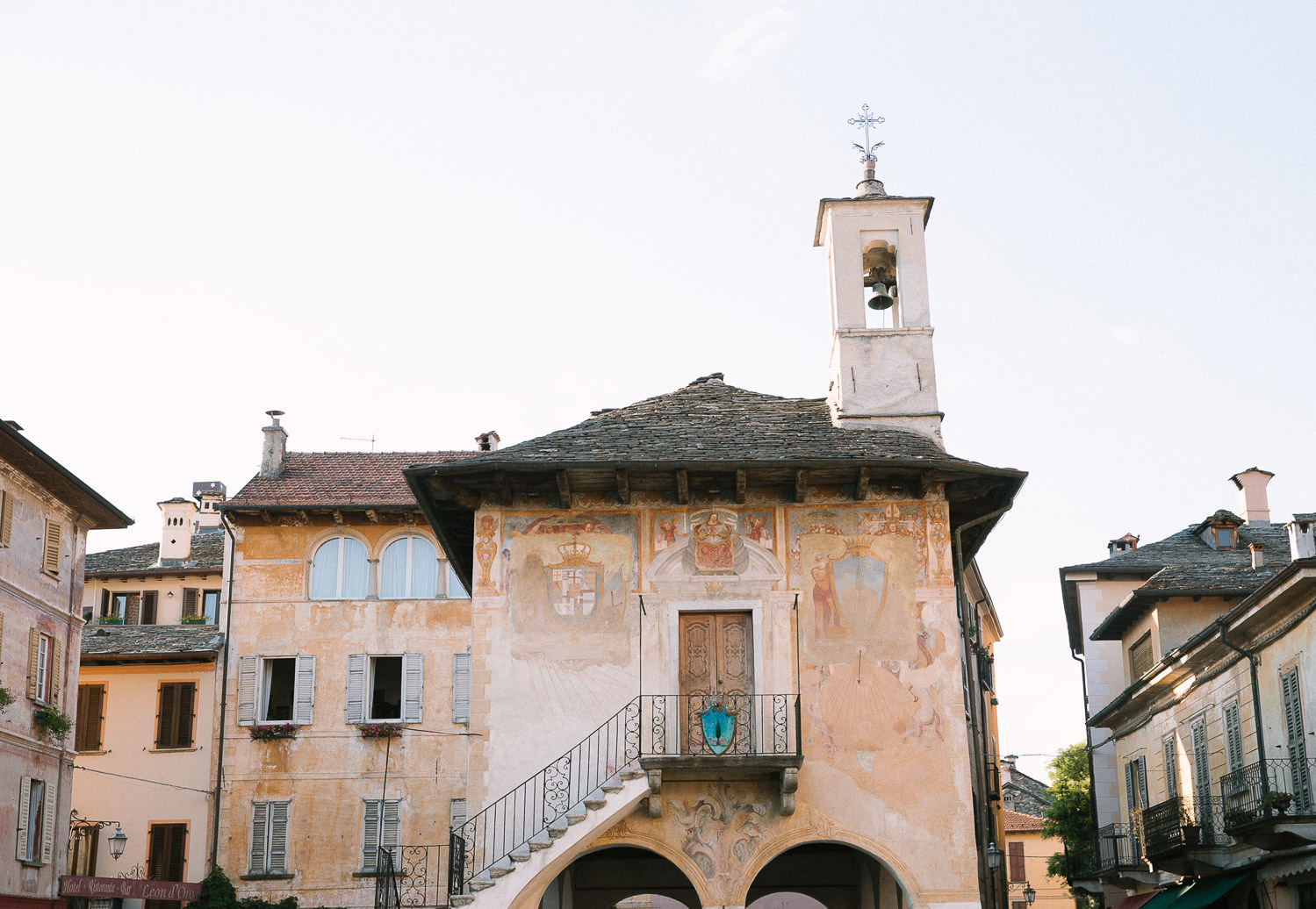 Destination wedding in Italy: Orta San Giulio, Lake Orta intimate wedding | Photo: Camilla Anchisi