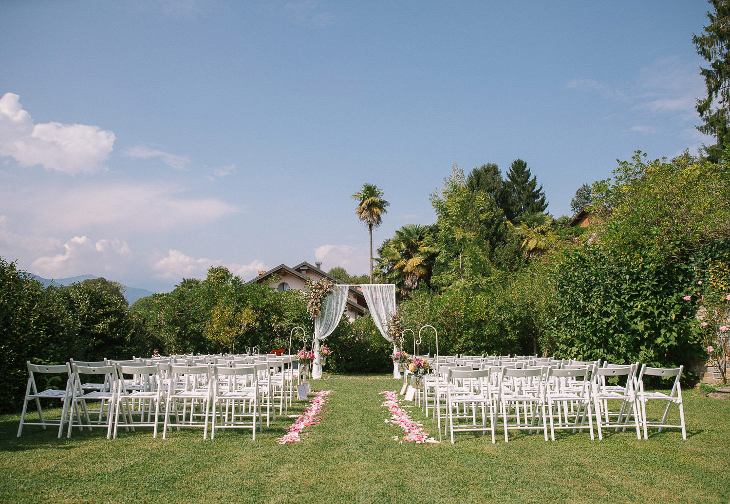 Lake Orta intimate wedding ceremony in the lawn at Palazzo Penotti Ubertini
