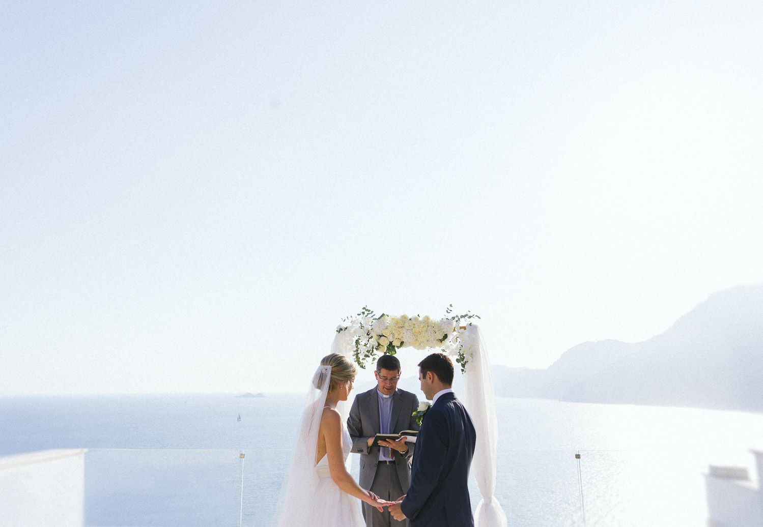 Romantic intimate wedding at luxury boutique hotel Casa Angelina - Photo: Camilla Anchisi - Amalfi Coast wedding photographer