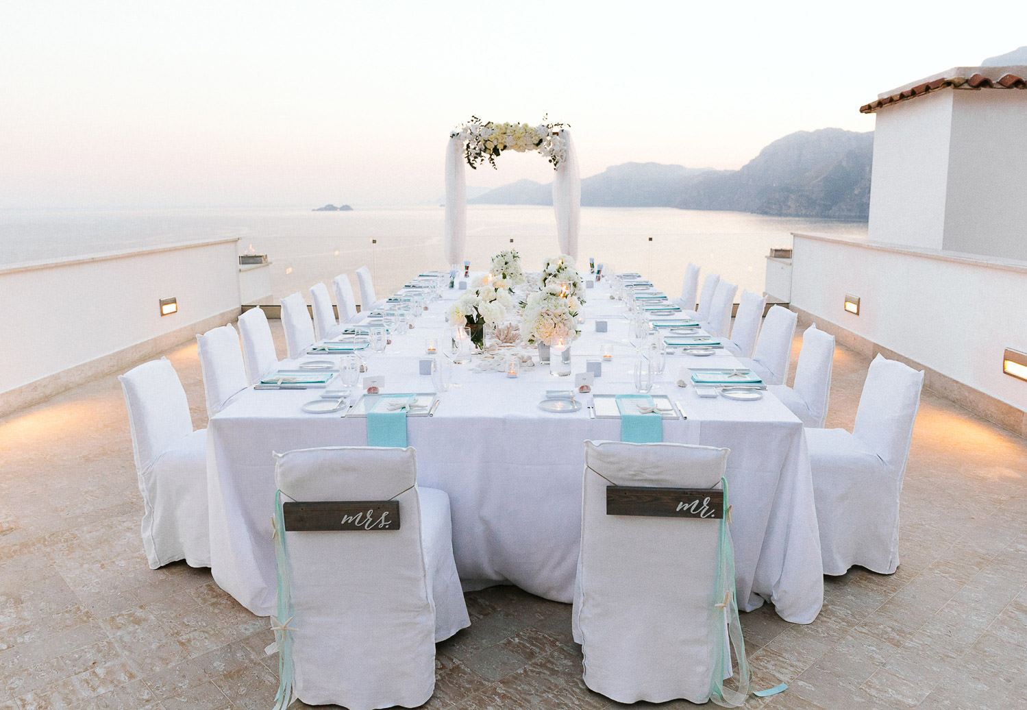 Stunning al fresco dinner in luxury hotel Casa Angelina in Praiano - Praiano wedding photographer