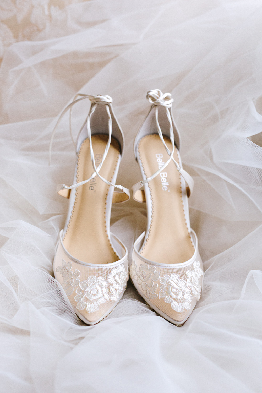 Bella Belle Shoes | Italy wedding photographer for exclusive events
