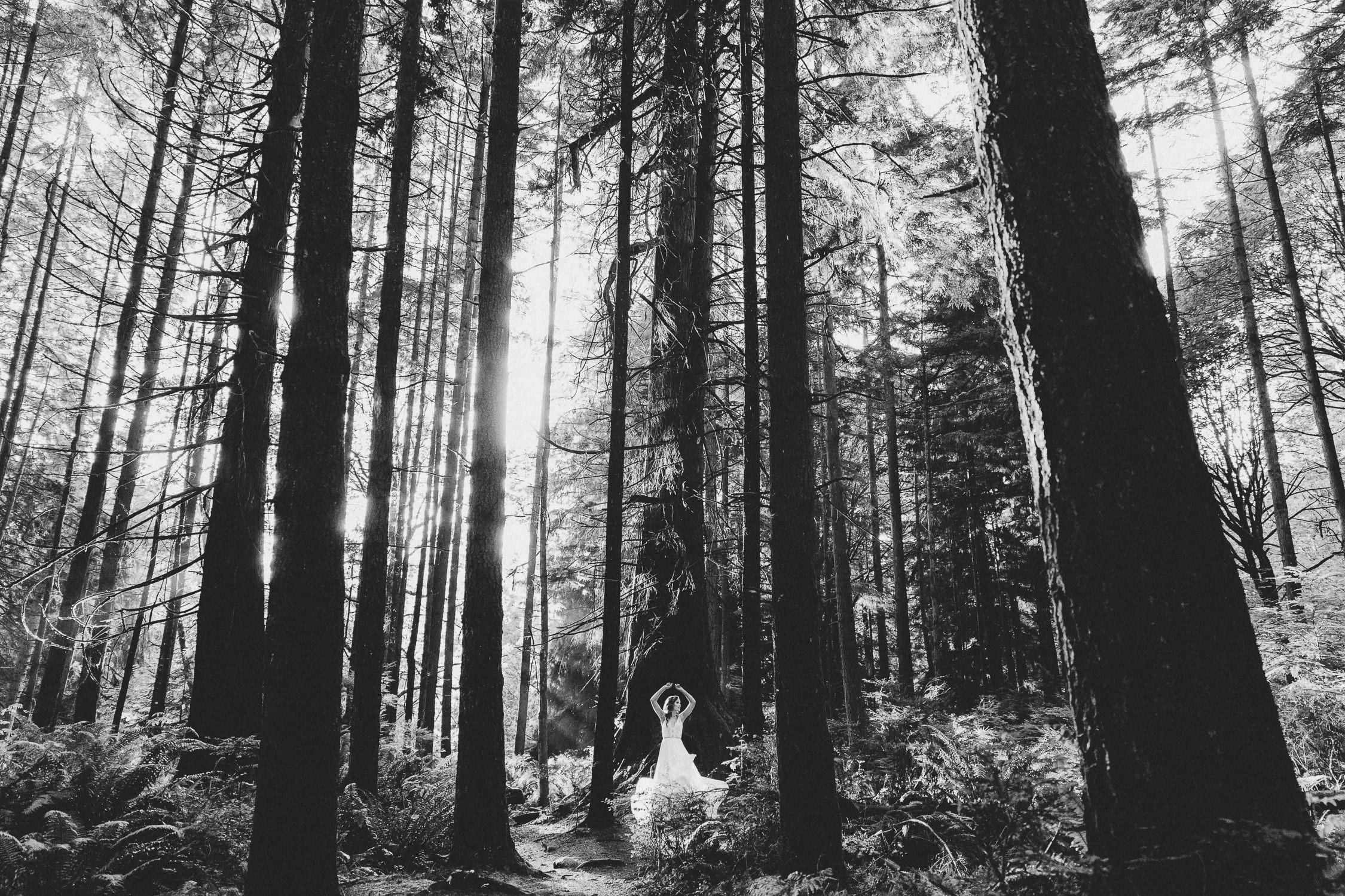 Truvelle wedding dress - boho wedding into the woods - Vancouver wedding | Photo: Camilla Anchisi Photography