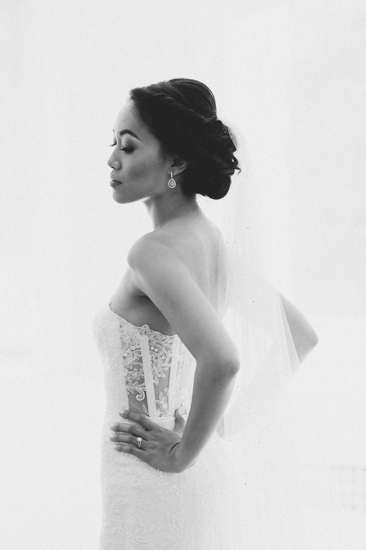 Exclusive wedding in Italy - elegant bride portrait | Photo: Camilla Anchisi Photography
