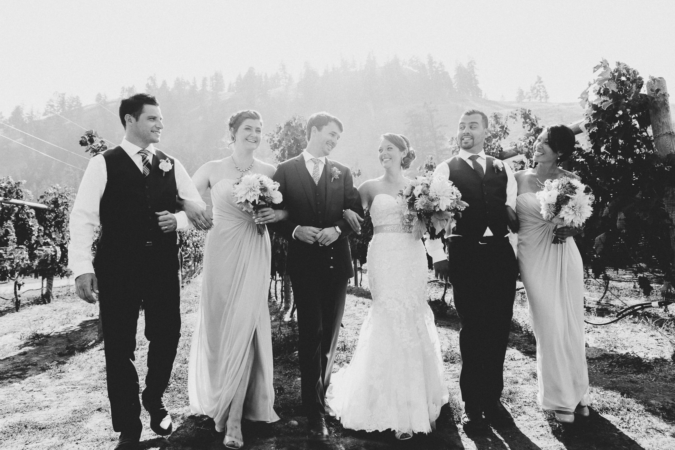 Stunning wedding party portrait in the vineyard | photo: Camilla Anchisi Photography