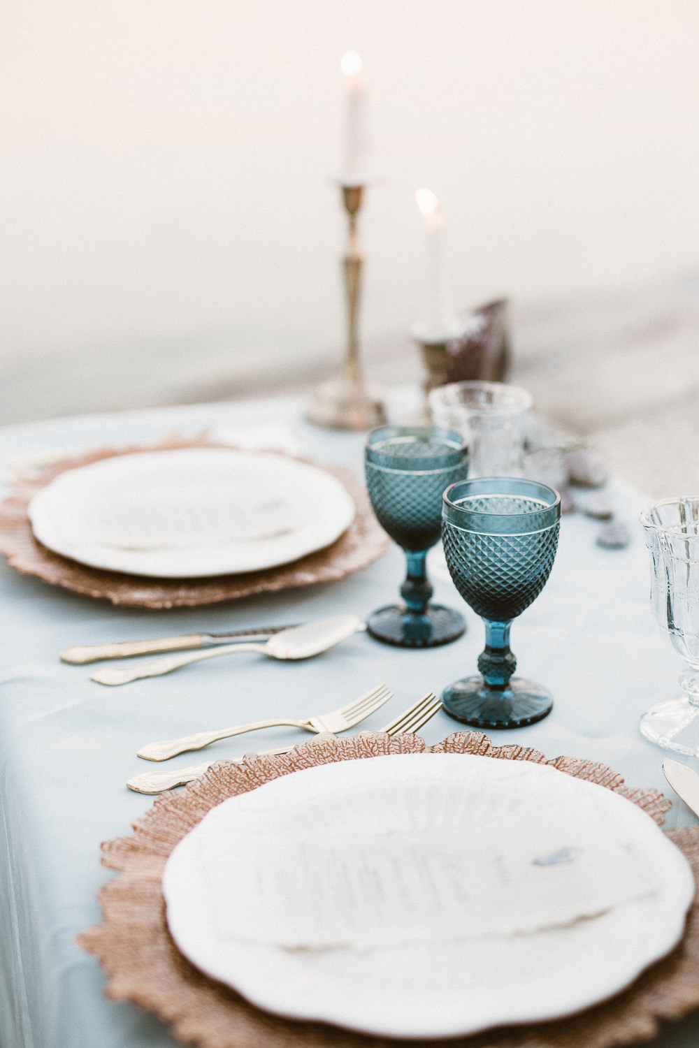 Table-setting-seaside-wedding