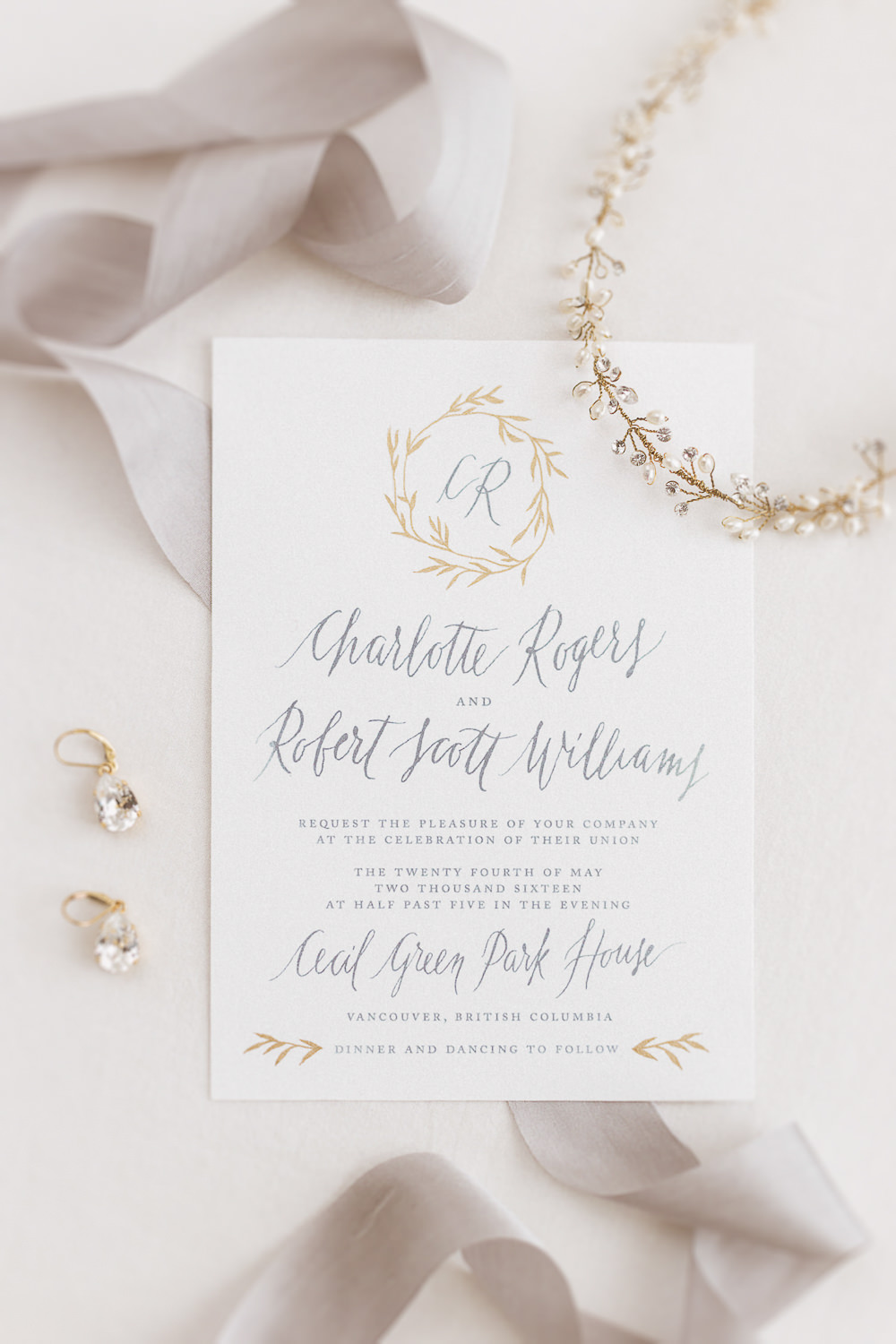 Bespoke-wedding-invitation-suite-with-modern-calligraphy-1