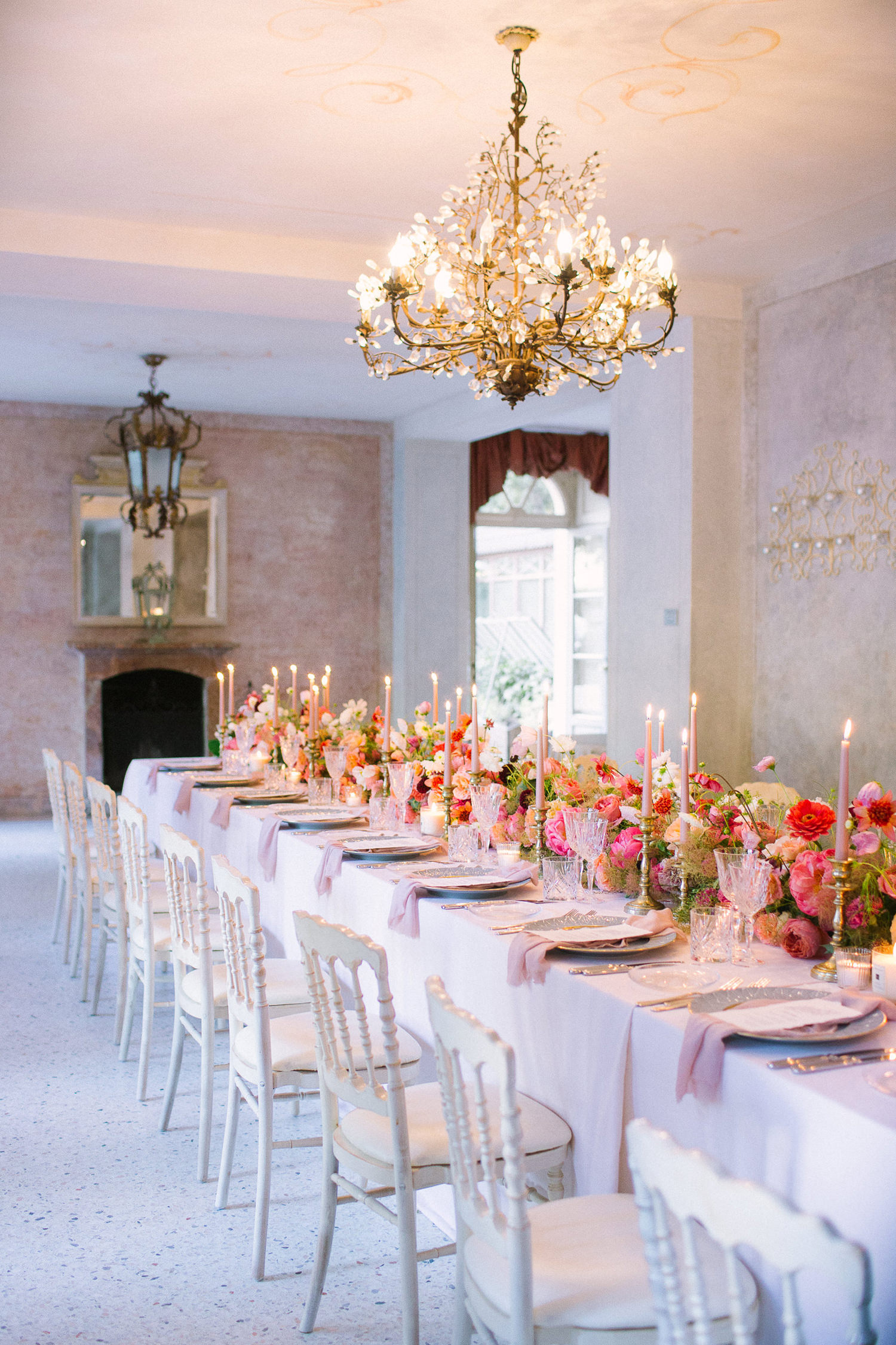 Refined wedding at Villa Regina Teodolinda, Lake Como. Imperial table with a jaw dropping floral runner and Jo Malone's candles. Destination wedding on Lake Como | Photo: Camilla Anchisi Photography | Planning: Benevent Planner | Florals: Chiara Sperti floral events