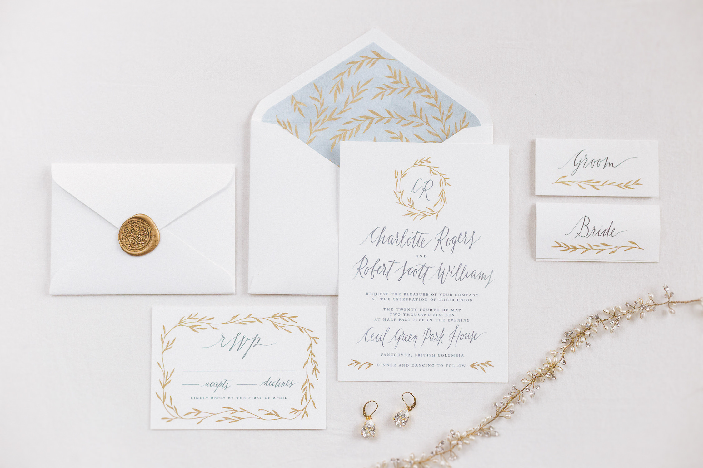 Bespoke-wedding-invitation-suite-with-modern-calligraphy