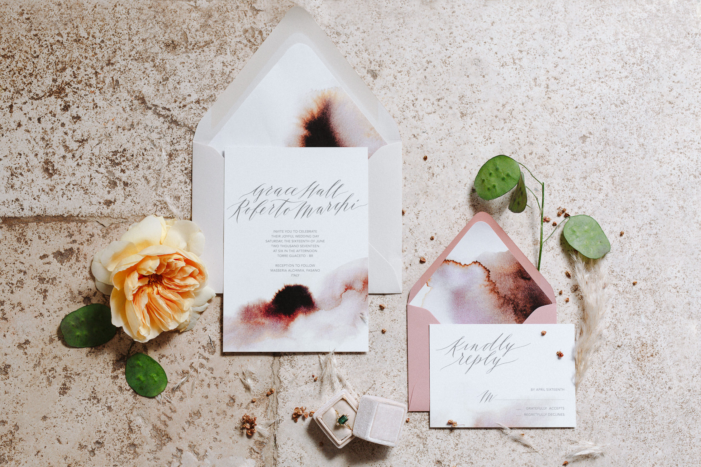 Bespoke modern calligraphy invitation with watercolors for a romantic elopement in Italy | Designer: Camilla Anchisi Design | Photography: Camilla Anchisi Photography Featured on: Grey Likes Wedding / 100 Layer Cake / Hochzeitsguide
