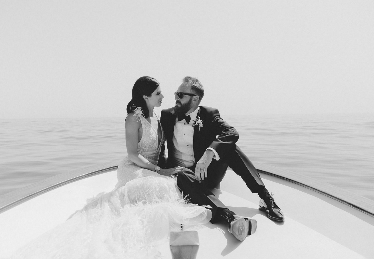 Luxury wedding on the Amalfi Coast. Bride and groom's portrait during a boat ride | Photo: Camilla Anchisi Photography