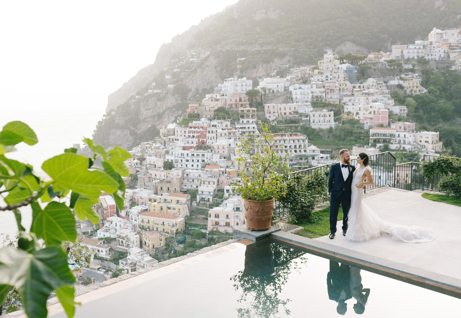 Timeless luxury wedding at Villa San Giacomo: the bride and groom share an intimate moment together on the terrace, overlooking Positano| Photo: Camilla Anchisi Photography | Planning: Weddings Italy
