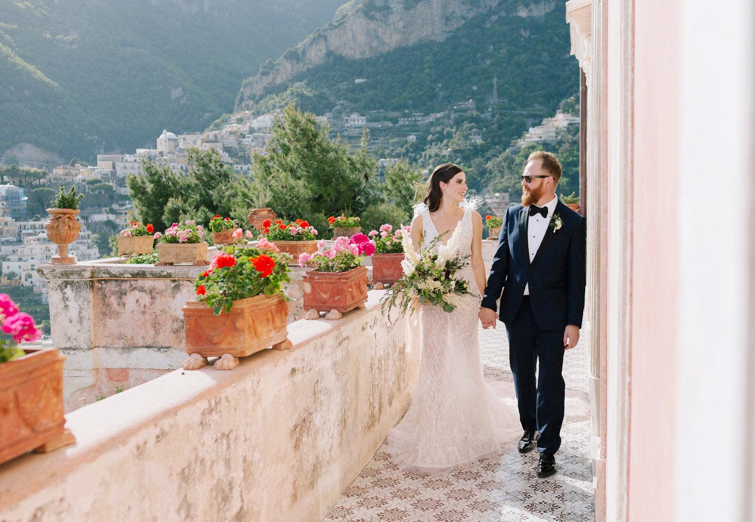 Stylish bride and groom at Villa San Giacomo in Positano | Photo: Camilla Anchisi Photography | Planning: Weddings Italy