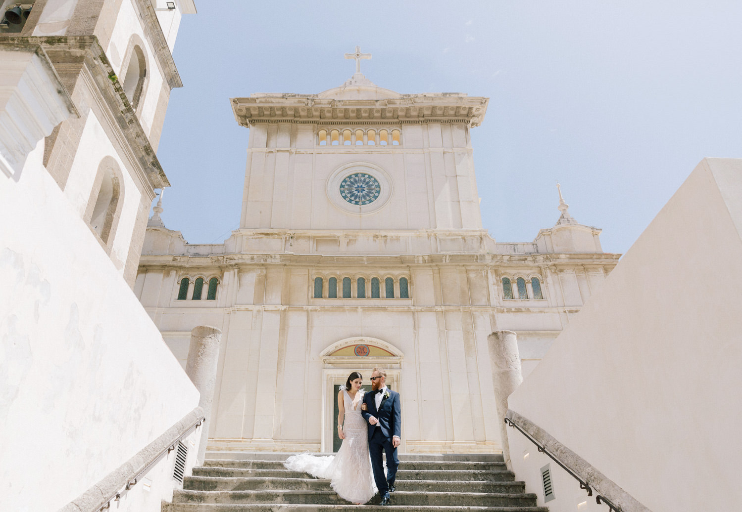 Luxury wedding at Villa San Giacomo in Positano | Stylish bride's getting ready | Photo: Camilla Anchisi Photography | Planning: Weddings Italy